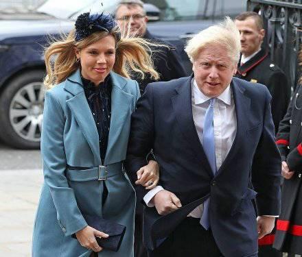 55岁英国首相得子再次当爸爸